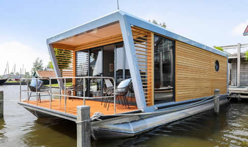 Houseboat with 2 pontoons
