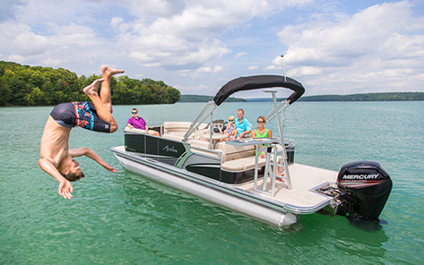 Pontoon boat dive competition